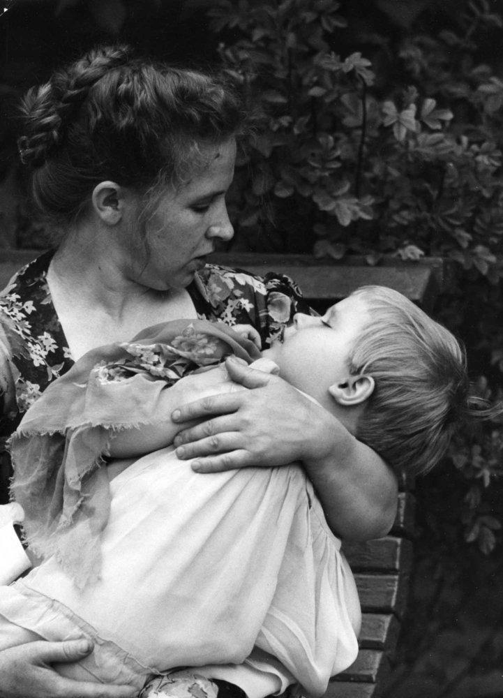 Staré fotografie matiek a ich detí