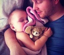 otec-dieťa-spánok