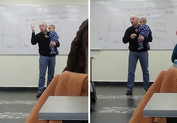 Profesor prednášal s bábätkom