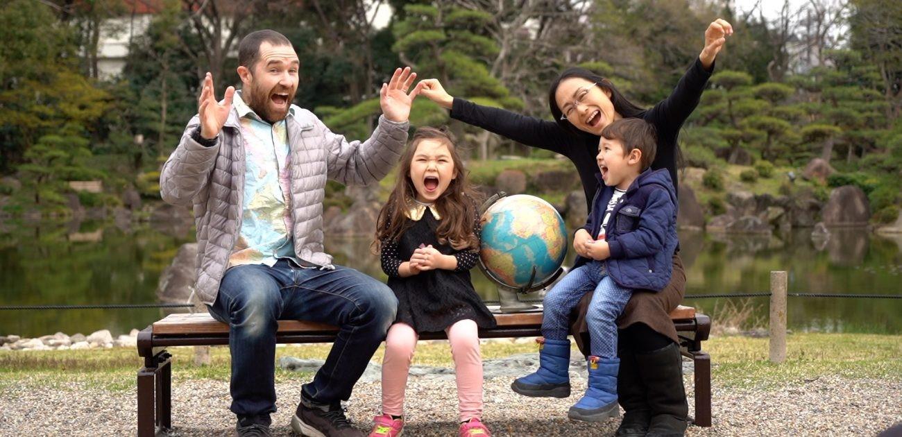 Austrálska rodina vzdeláavajúca deti počas cestovania po svete - manželia David a Junko so svojimi deťmi. / Zdroj: www.ddsmedia.com.au