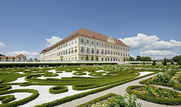 Zámok Schloss Hof má nádherné terasovité záhrady. / Foto: Hertha Hurnaus