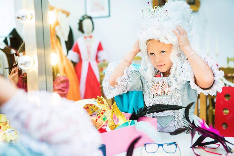 Deti sa v rámci aktivít môžu prezliecť do barokových kostýmov. / Foto: FB Schloss Hof