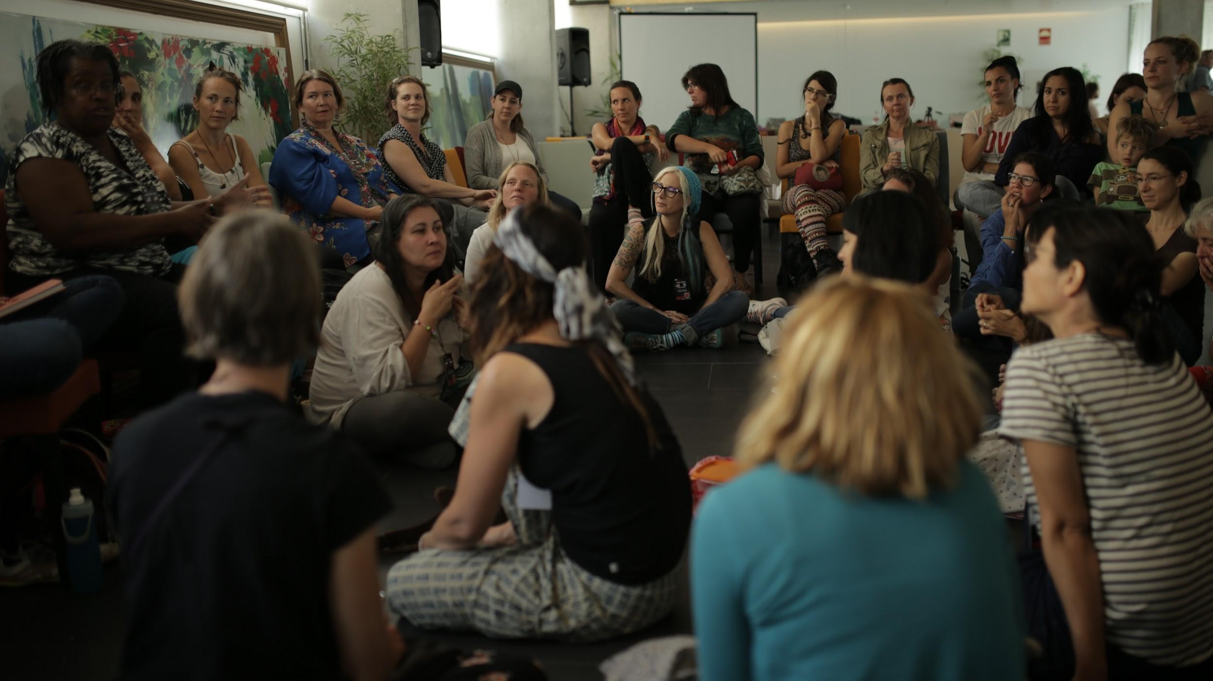 Workshopy a prednášky účastníkov worldschool summitu. Foto: Tereza Matkuliaková