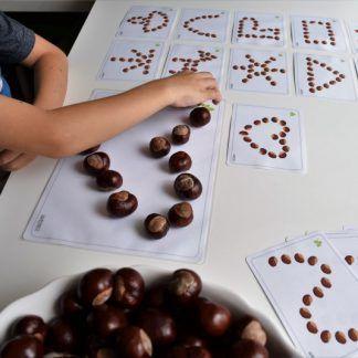 Dieťa môže ukladať gaštany do rôznych tvarov podľa predlohy / Zdroj: messyplay.cz