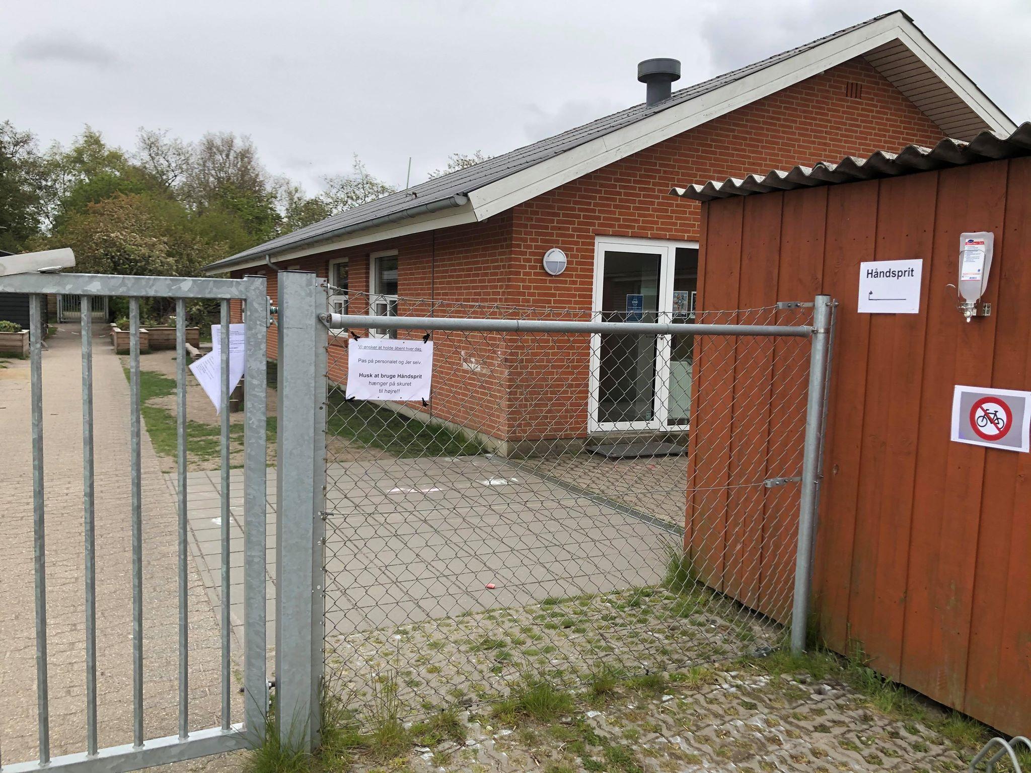 Dezinfekcia pred vstupom do areálu škôlky. / Zdroj: archív BB