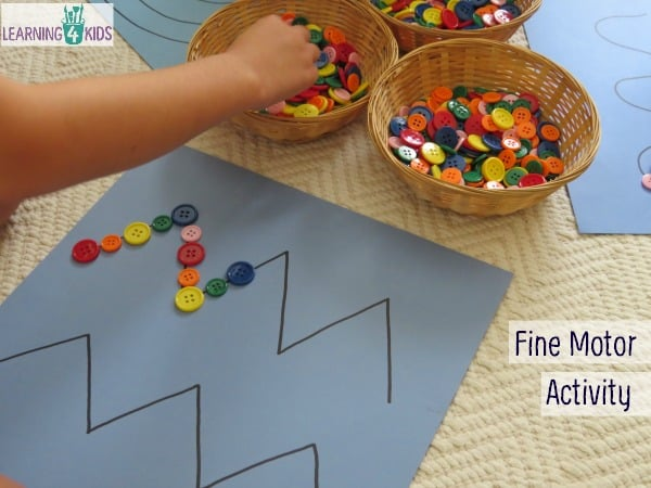 Dieťa sa musí zamerať na líniu a rukou na ňu ukladať predmety. Zdroj: year1stnics.wordpress.com