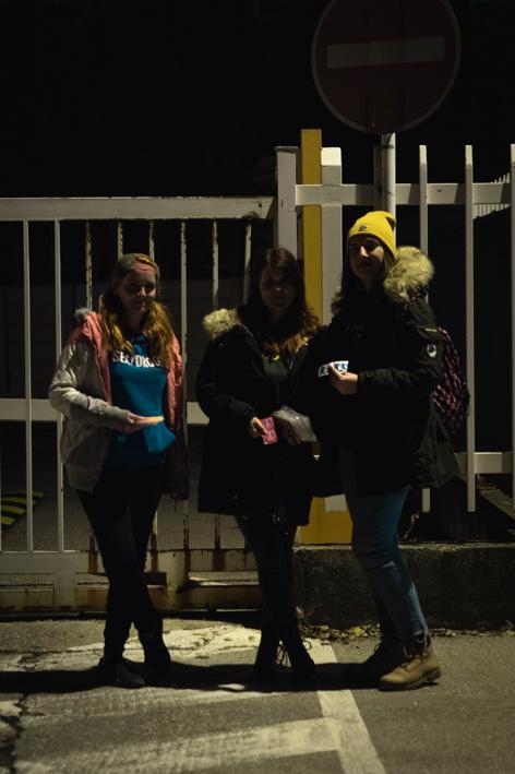Terénna práca pre mladých ľudí vnočných hodinách / Foto: Oriol Camacho