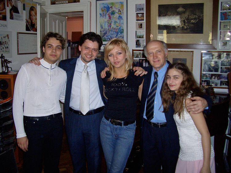 S profesorom Borisom Kuchnirom a spolužiakmi / Foto: archív DK