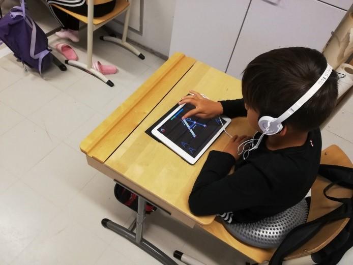 Deti používajú na vyučovaní aj technológie, no stavajú sa k nim naozaj zodpovedne.