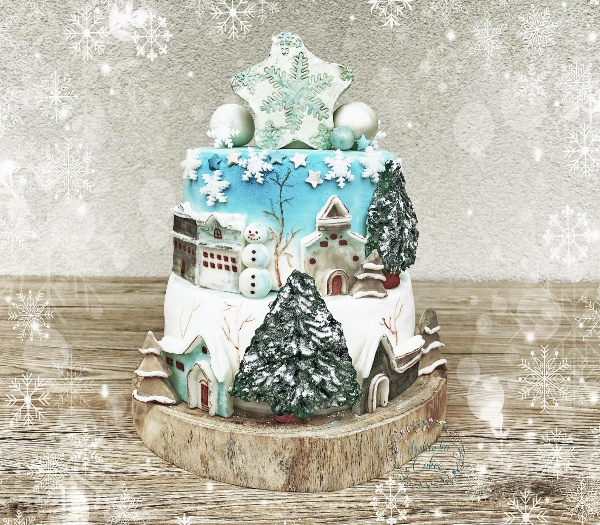 Lucia Rusiňáková a jej víťazná torta zimné mestečko.