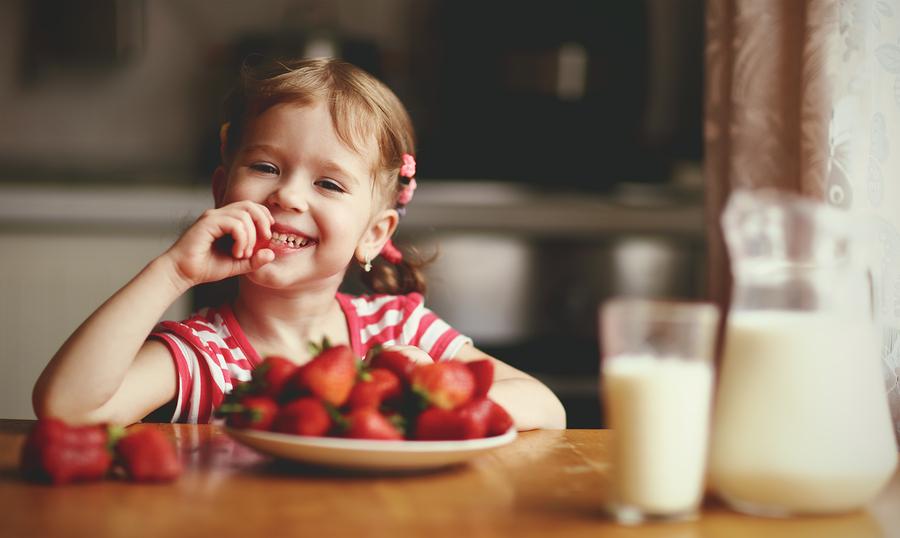 S jedlom na deti netlačte. Ak práve preferujú určitý druh ovocia či zeleniny a iné nechcú ani za svet, buďte trpezliví. / Zdroj: Bigstock