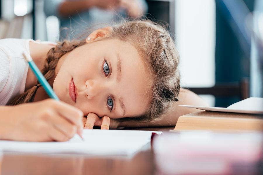 Ak sa schyľuje k rozpadu manželstva, dieťa vždy vidí, že sa niečo deje. Nehovoriť s ním o tom nie je riešenie. / Foto: Bigstock