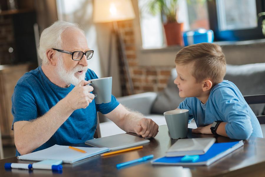 Deti musia vedieť, že rozchod dedka a babky sa ich vzťahu so starými rodičmi nijako nedotkne. / Foto: Bigstock