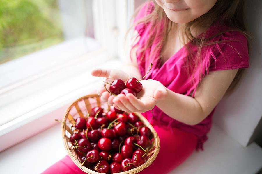 Učte deti preferovať ovocie pred sladkosťami. / Zdroj: Bigstock