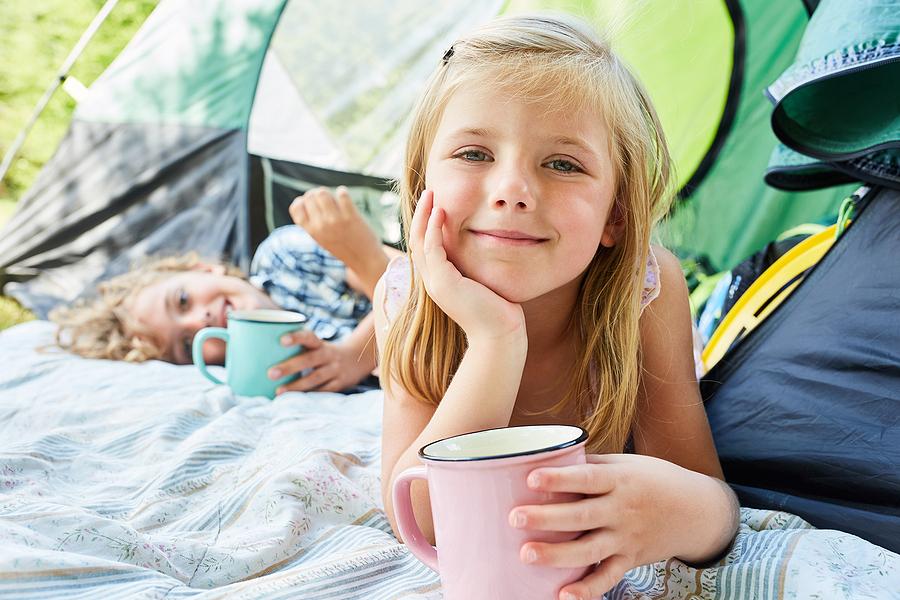 Či už chodíte na stanovačky pravidelne alebo pôjdete po prvýkrát, deti si odnesú z takejto dovolenky kopec nových zážitkov. / Foto: Bigstock