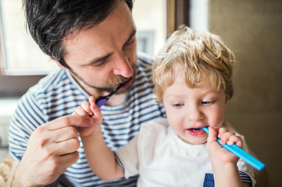 S čistením zubov u detí začnite najneskôr od 2 rokov. / Foto: Bigstock