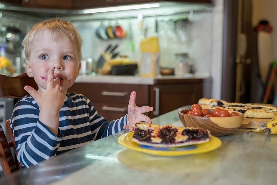Deti do 2 rokov by nemali prijímať vôbec žiadny cukor. / Foto: Bigstock