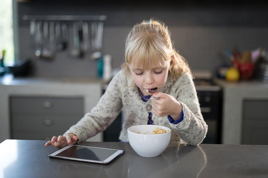 Zakazovať technológie deťom úplne psychológovia nepovažujú za najlepšie riešenie. Jedine v prípade detí do 18 mesiacov.