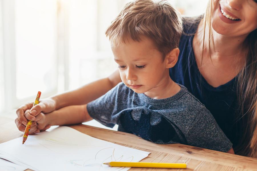Ak budete povzbudzovať deti v činnostiach, ktoré rozvíjajú svaly na rukách, bude to pre ne v školskom veku výhoda. / Foto: Bigstock
