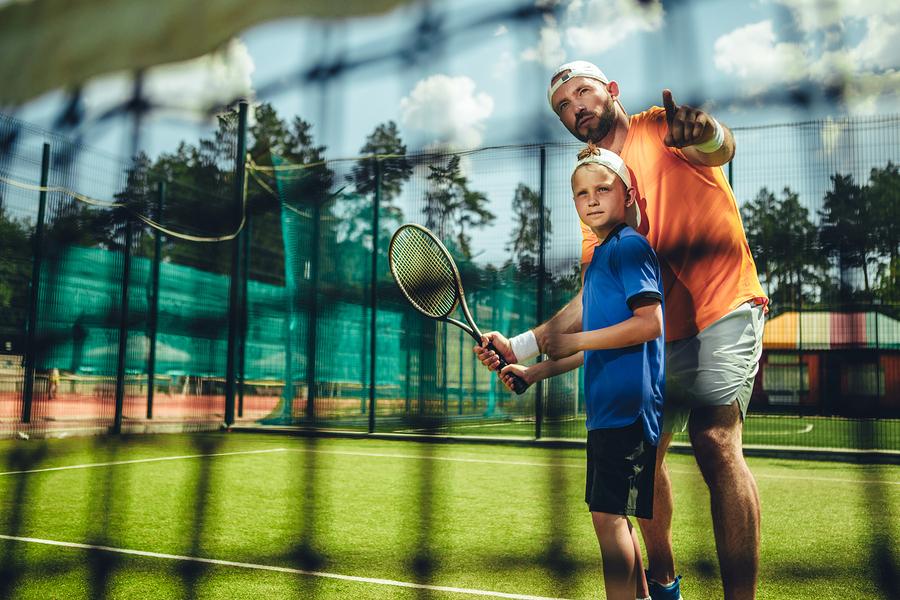 Ak dieťa núti rodič robiť dlhodobo nejaký šport napriek jeho vôli, nikdy tento súboj nemôže vyhrať. / Foto: Bigstock
