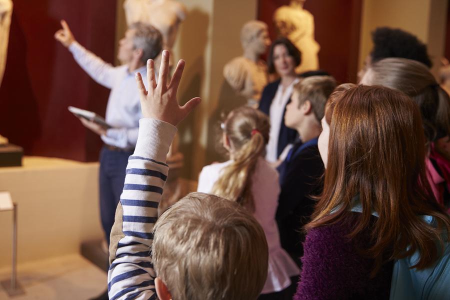 Aj exkurzie sú vynikajúcou príležitosťou, ako deťom sprostredkovať viac umenia. / Foto: Bigstock