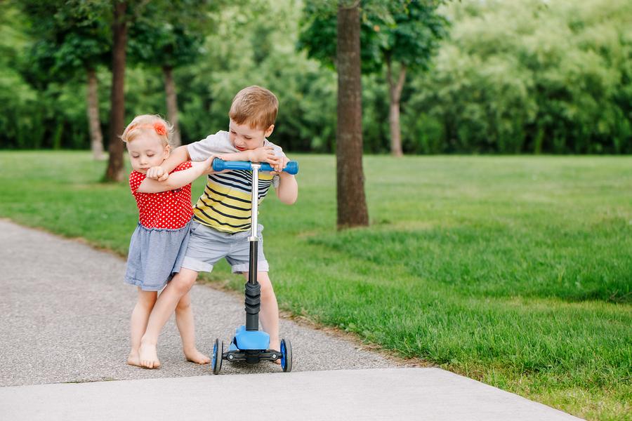 Aj tie najmenšie deti chápu princíp férovosti a preto s nimi môžete o pravidlách hovoriť. / Zdroj: Bigstock