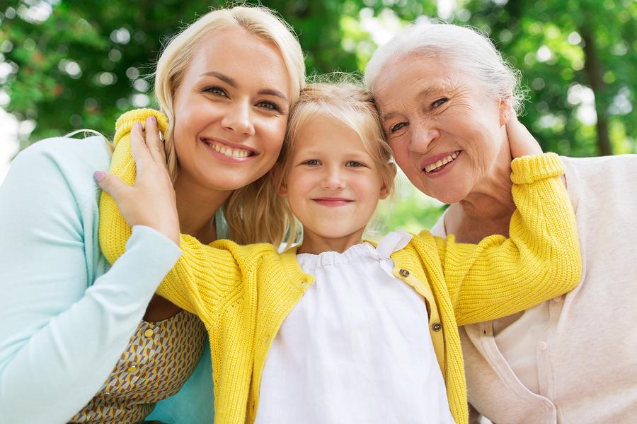 Starým rodičom dokážeme svojou prítomnosťou pomáhať viac, ako si myslíme. / Foto: Bigstock