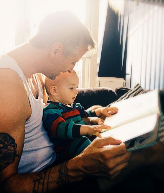 Dieťa dokáže vďaka knihe precítiť viac emócie v príbehu. / Foto: Pexels, Rene Asmussen