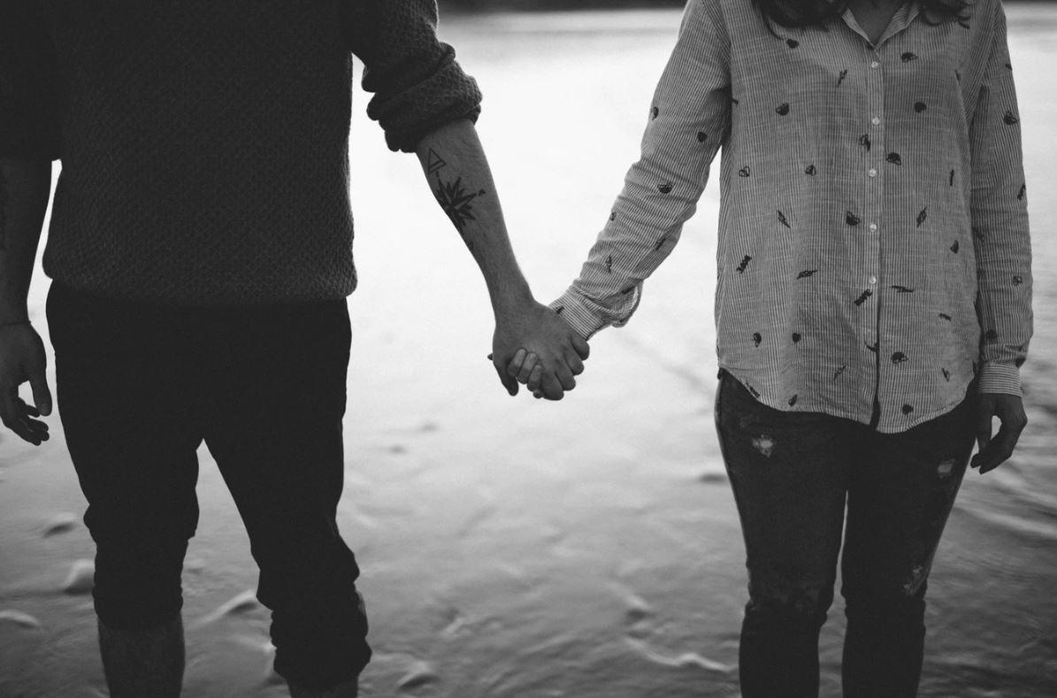 Manželstvá sú dnes pod veľkým tlakom. Podľahnúť príležitosti preto nie je ťažké. / Foto: Unspash