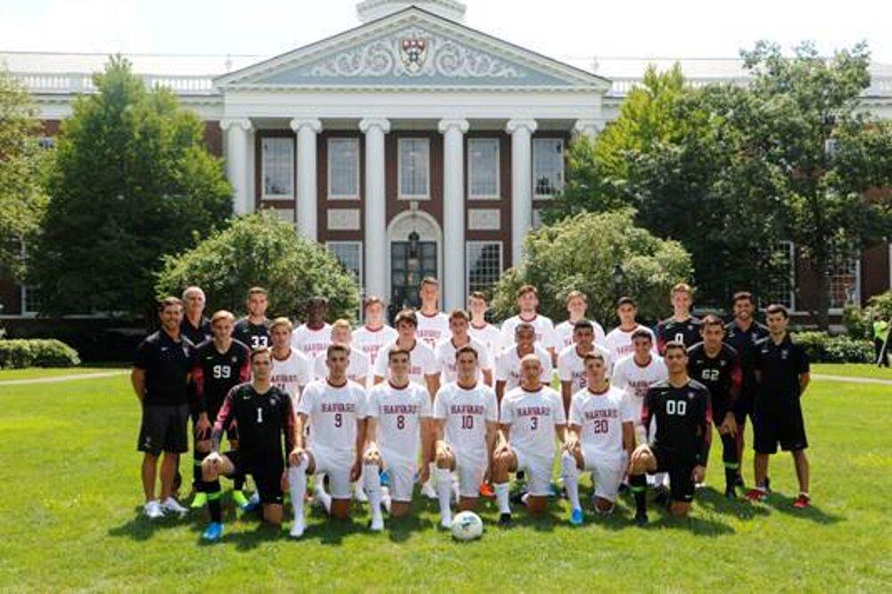 Martin Vician a jeho futbalový tím na Harvarde. / archív MV