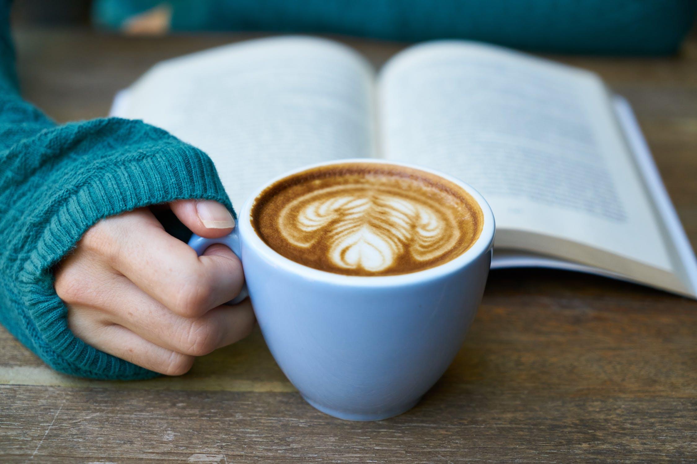 Vďaka čítaniu nahlas môžeme spájať aj ľudí naokolo. / Foto: Pexels (Pixabay)