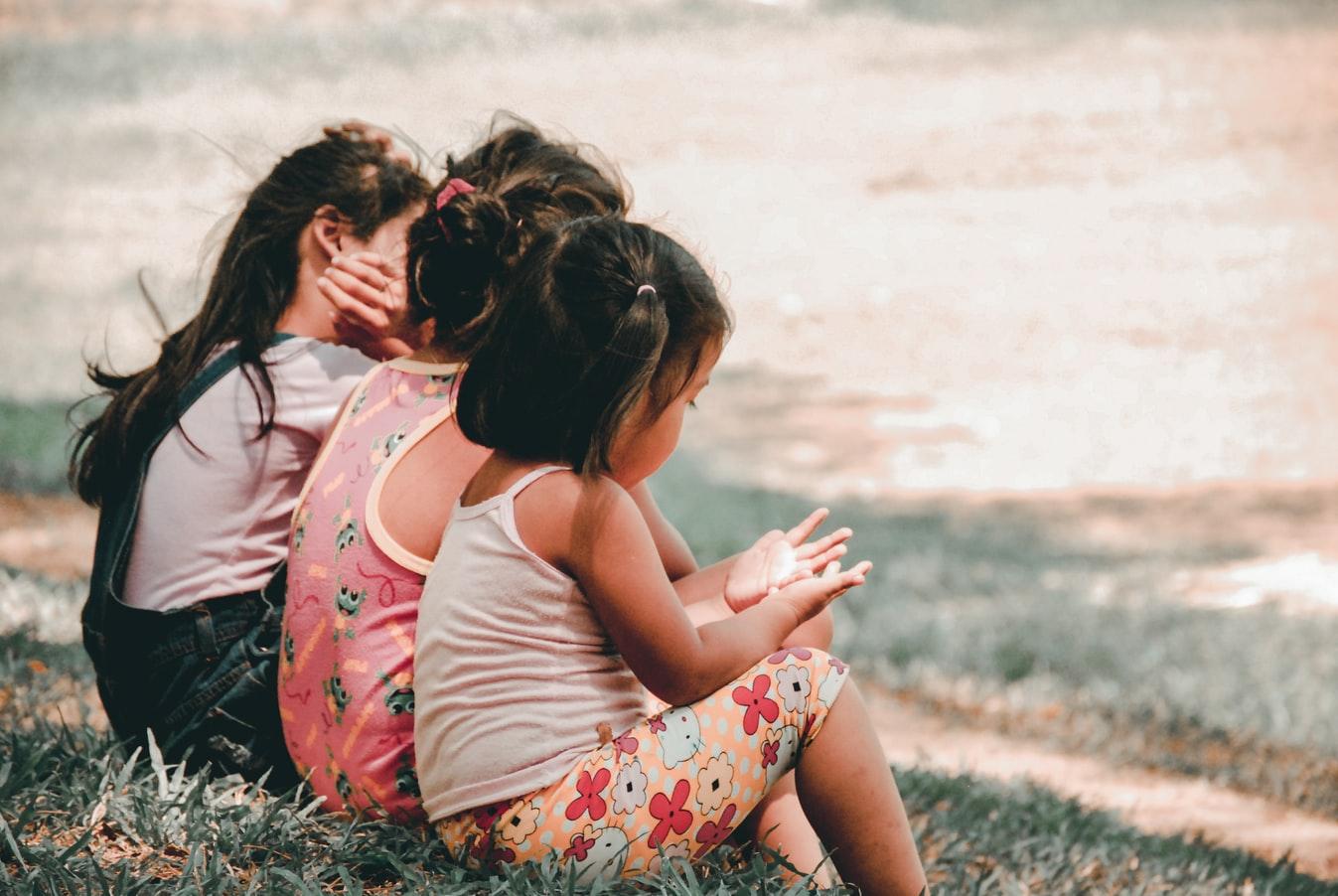 Viacero výskumov už ukázalo, že dobré sociálne zručnosti sú pre deti v úspechu jedným z najvýznamnejších faktorov. / Zdroj: Unsplash