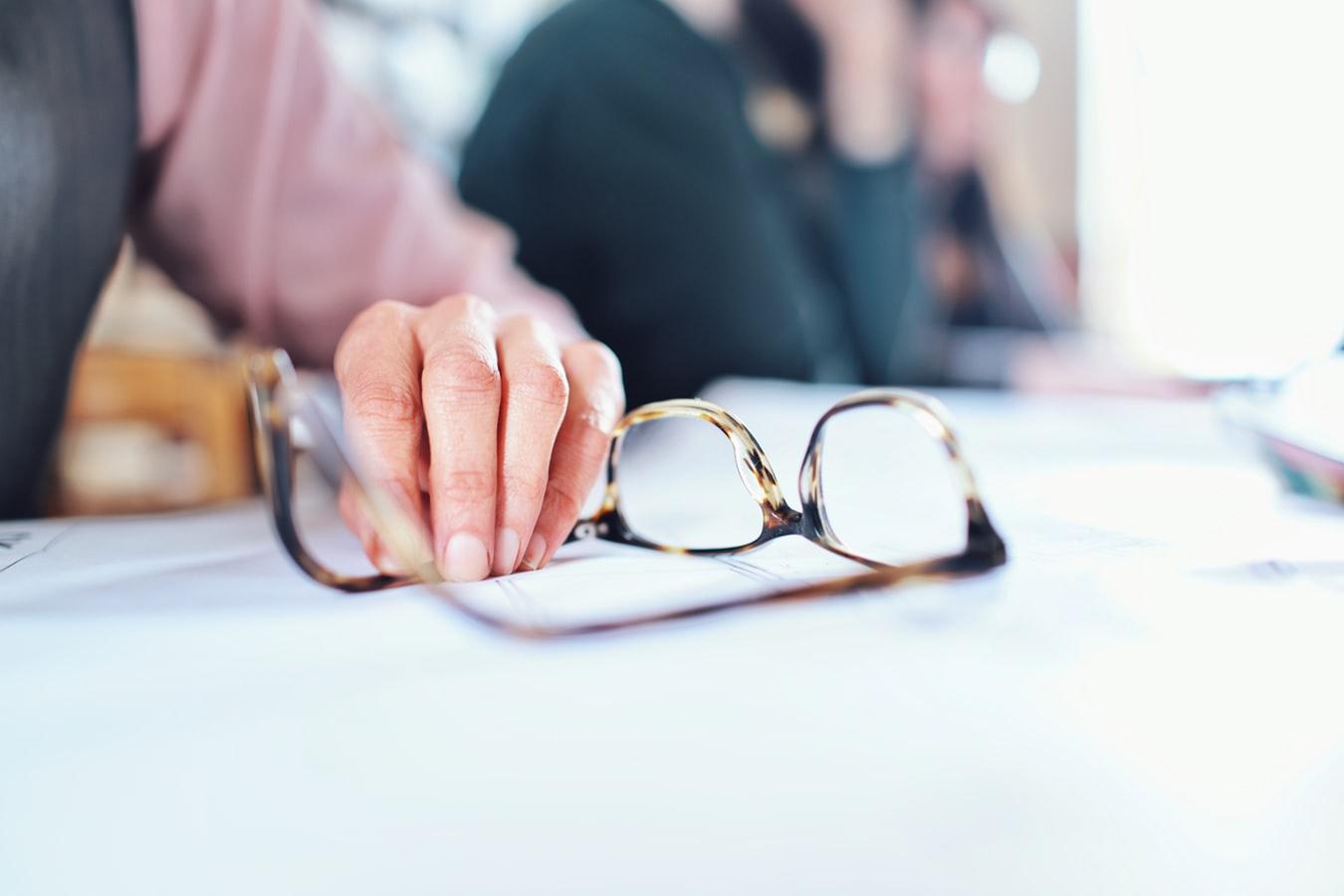 Nezabúdajte ani na dezinfikovanie okuliarov. / Foto Unsplash