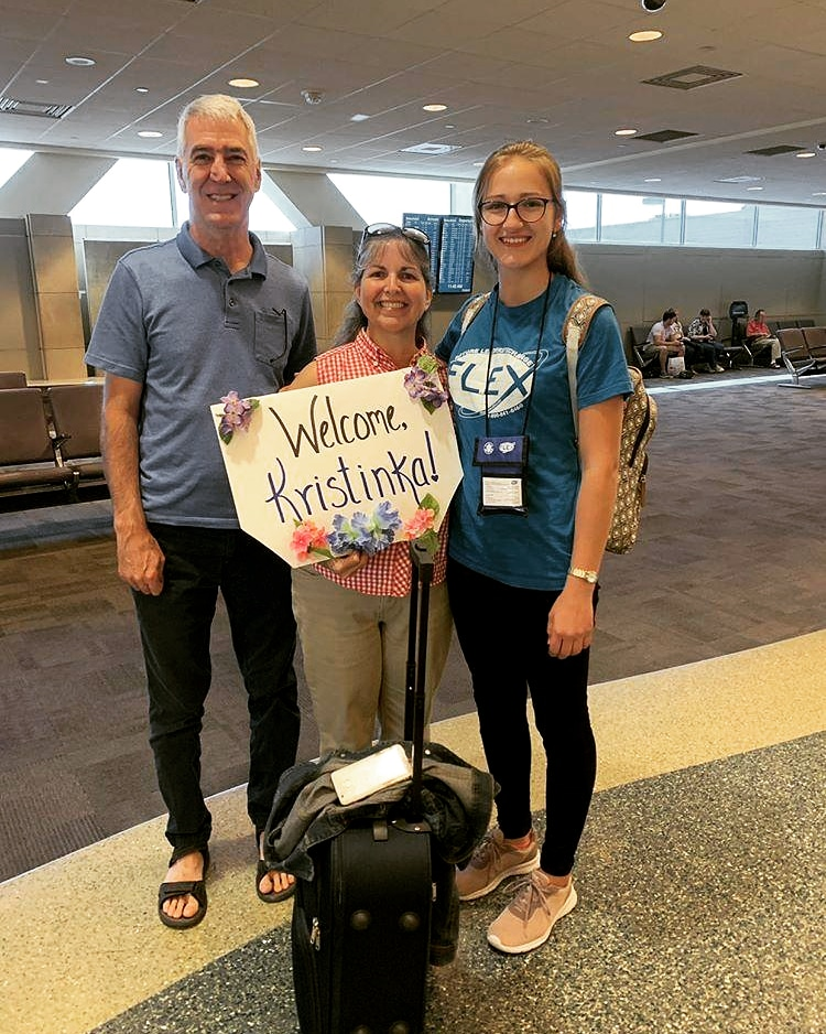 Kristínin príchod do Ameriky, zvítanie s novými rodičmi. / Foto: archív KS