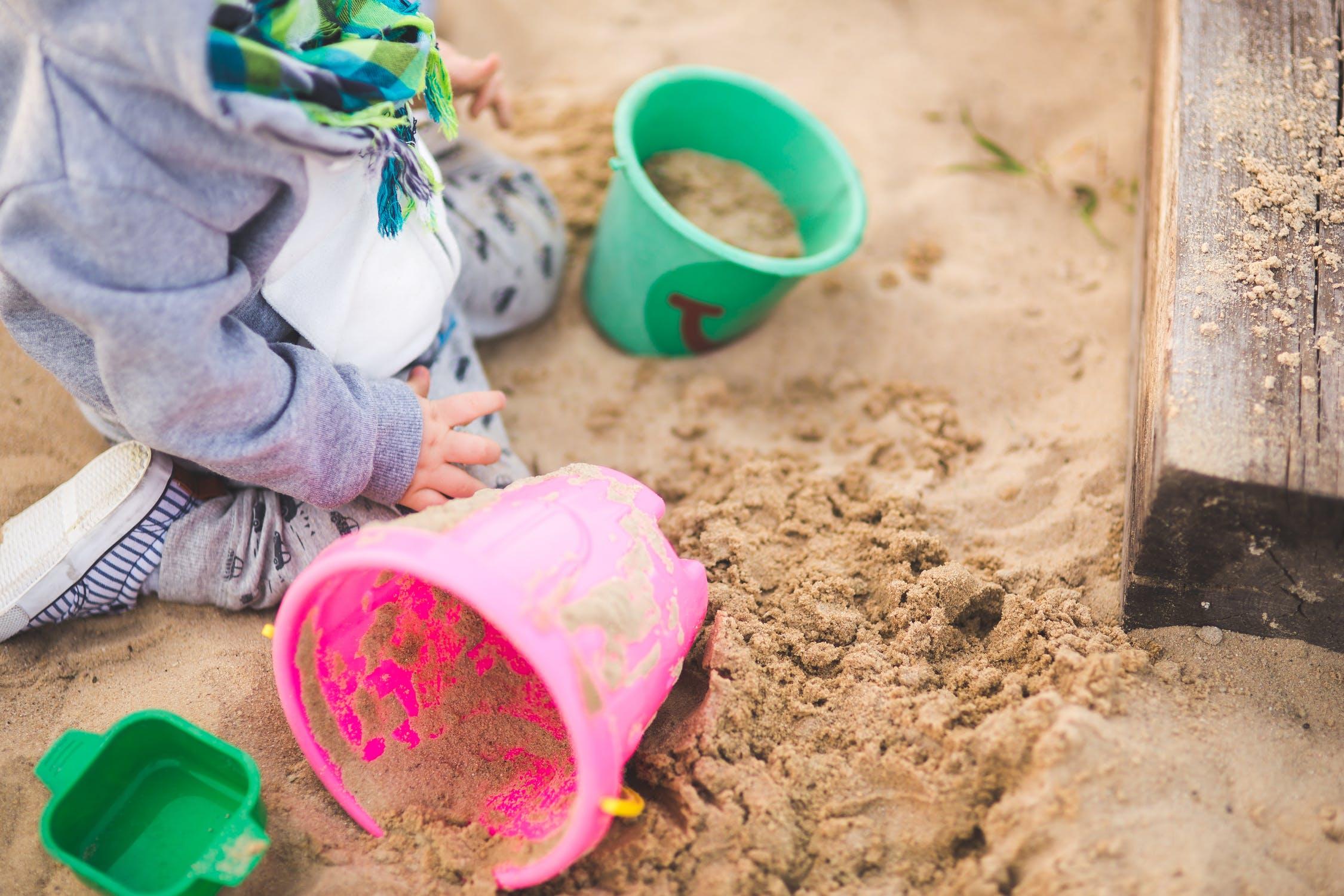 Hra v piesku je na tento účel výborná. / Foto: Pexels