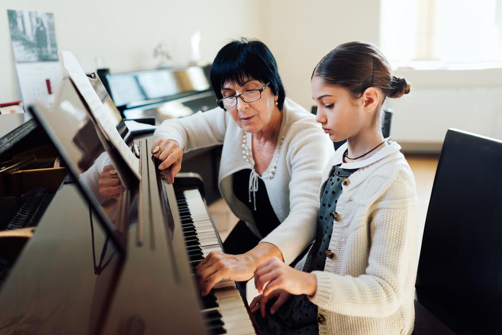 Dieťa hru na hudobnom nástroji môže milovať, no nechce v nej súťažiť. Túži pri tejto činnosti len relaxovať. / Foto: Shutterstock