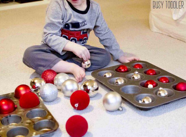 Vianočné aktivity na rozvoj zrakového vnímania / Zdroj: bussytoddler.com