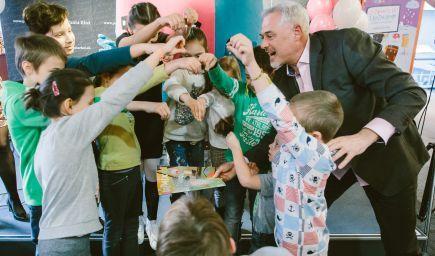 Vesmírnym prachom deti pokrstili zábavno-vzdelávací časopis KOZMIX