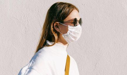 ÚVZ: Rúška či respirátory treba nosiť aj na hromadných podujatiach v exteriéri