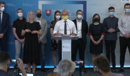 B. Gröhling vyzýva k očkovaniu študentov, podporili ho i mládežnícke organizácie