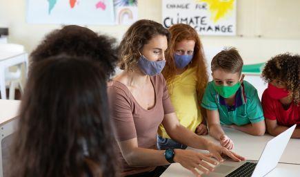 MZ SR: Žiaci na základných školách by v triedach nemuseli nosiť rúška