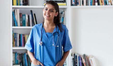 Aliancia: Lekári by mali po štúdiu zostať pôsobiť aspoň šesť rokov na Slovensku