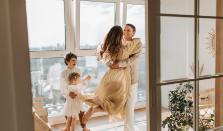 Chceme mať rodinu, no zostať aj partnermi. Ako si udržať vzťah popri deťoch?