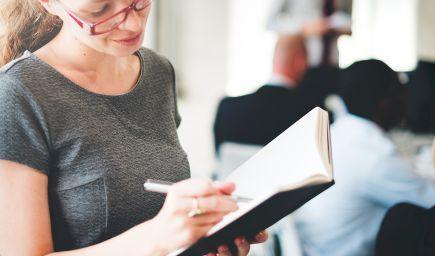 Študenti po maturite nemusia ukončenie štúdia hlásiť Sociálnej poisťovni