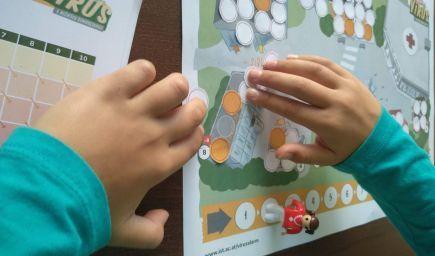 Vedci vytvorili hru, ktorá deťom vysvetlí sociálny odstup počas pandémie