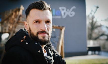 Učiteľ Michal Kubalák roky trénoval v Emirátoch policajtov. Dnes vedie v Bratislave unikátnu škôlku