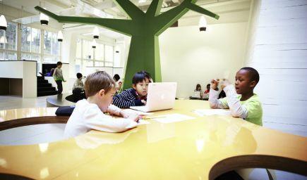 Škola bez tried a lavíc? Švédska škola Vittra Telefonplan je dôkazom, že učiť sa dá aj inak!