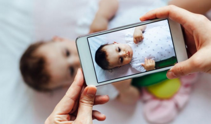 Štúdia ukázala, ako môže čerstvé mamičky ovplyvňovať Facebook