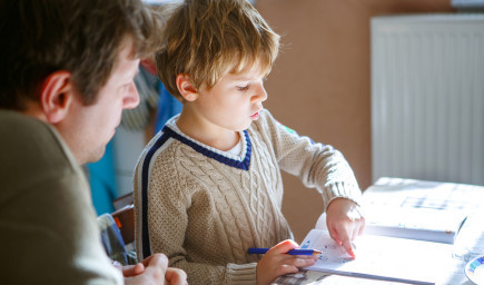 10 tipov, ako deti pri domácich úlohách podporiť, no nerobiť ich za ne