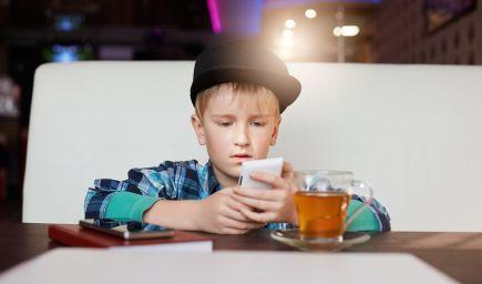 Deti, ktoré trávia veľa času na sociálnych sieťach, sú menej šťastné, tvrdí výskum